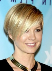 layered short wedge hairstyle