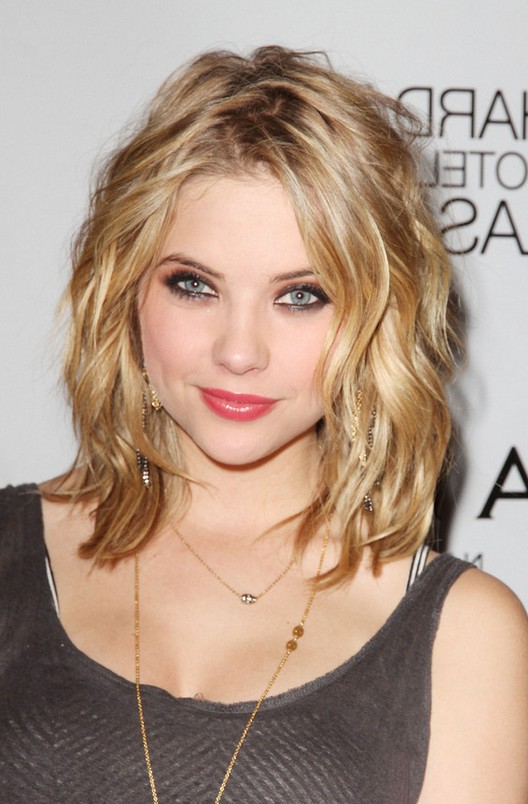 Ashley Benson Chic Mid Length Haircut For Summer Styles