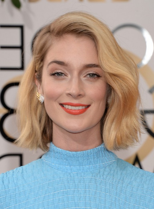 Caitlin Fitzgerald Side Parted Blonde Wavy Hairstyle for