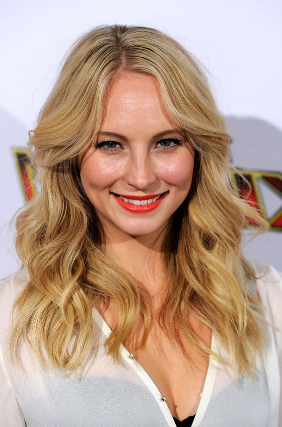 Candice Accola Cute Shoulder Length Blonde Wavy Hairstyle
