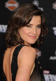 cobie smulders elegant medium layered