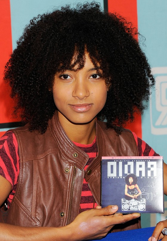 Esperanza Spalding Naturally Curly Hairstyle For Medium Length