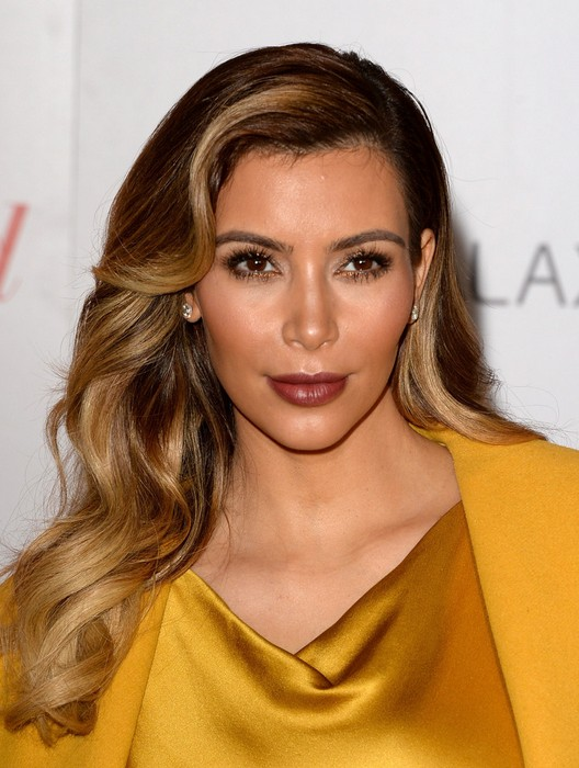 Kim Kardashian Side Parted Retro Wavy Hairstyle For Women