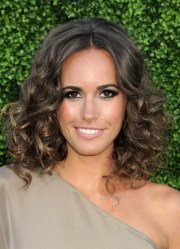 louise roe shoulder length curly