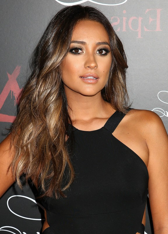Shay Mitchell Sexy Long Brown Wavy Hairstyle Styles Weekly