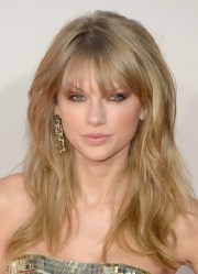 taylor swift messy long blonde
