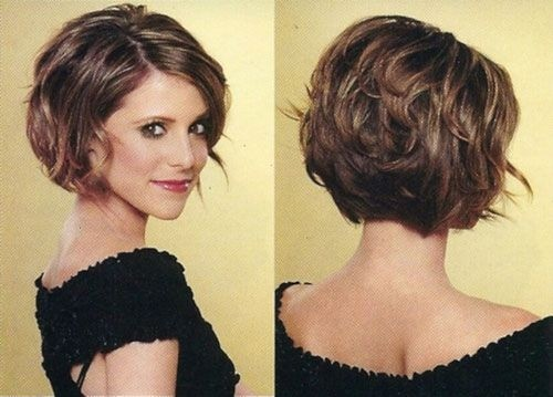 12 Feminine Short Hairstyles For Wavy Hair Easy Everyday Hair