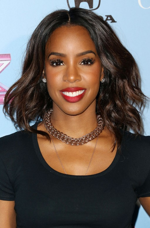 Kelly Rowland Layered Medium Wavy Hairstyle For Thick Hair