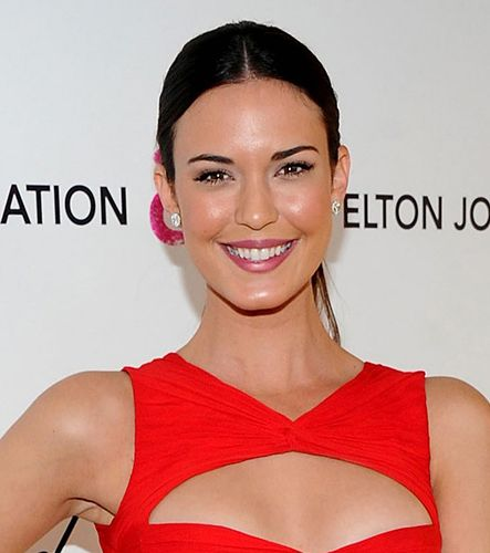 2015 Celebrity Makeup & Hairstyle Ideas for Red Dresses