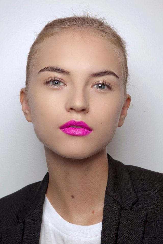 Pink Makeup Brushes: 15 Fashionable Pink Lipstick Makeup Ideas For Summer