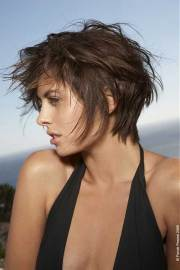 chic short and messy hairstyles