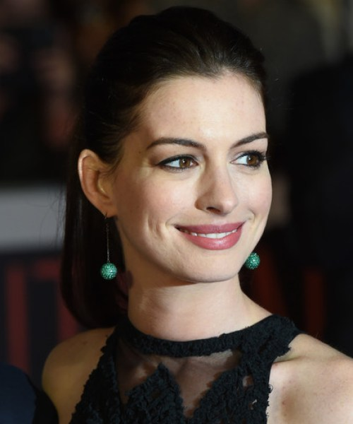 Anne Hathaway Simple Yet Stylish Ponytail
