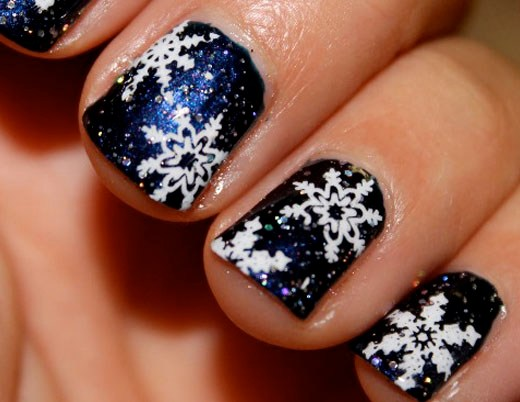 Fabulous and Easy Christmas Nail Design