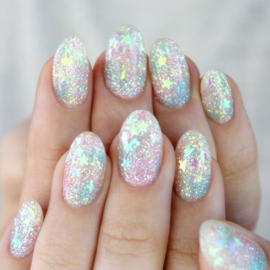 17 Stunning Star Nail Designs for Fashionistas