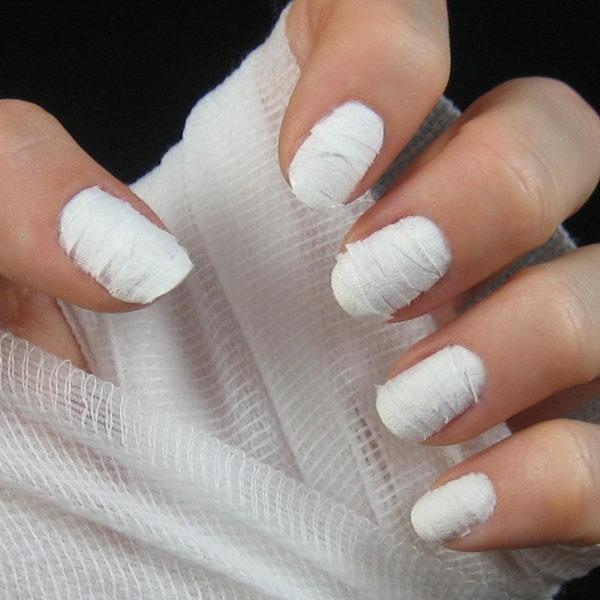 6 mummy nails - 30 Cool Halloween Nail Art Ideas