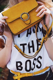 I Am The Boss Graphic tee Suede Mustard Bag