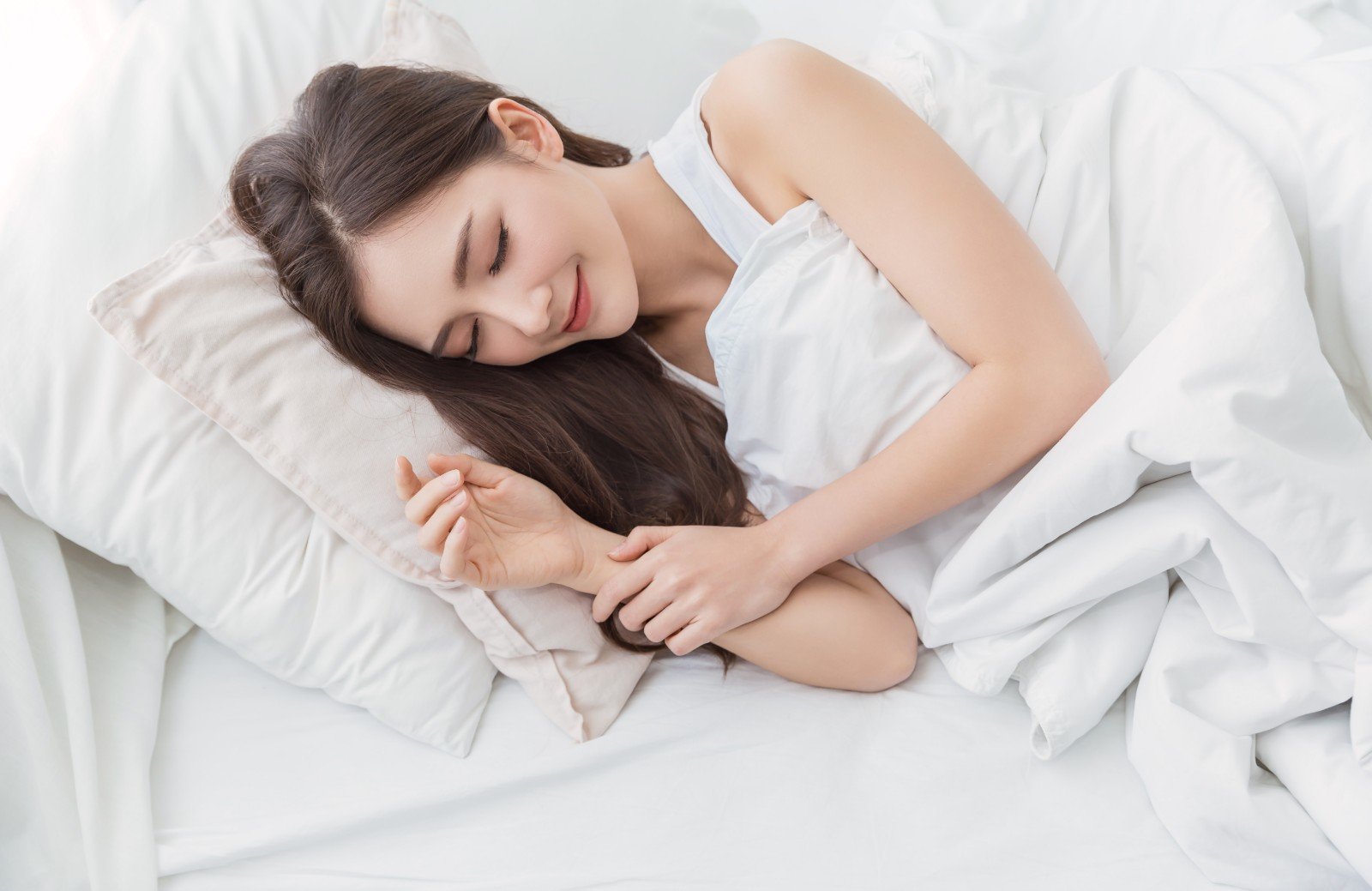 Sleep is a perfect moment to rejuvenate your body, as well as for your skin to repair itself after battling with free radicals, trauma, and harmful mi