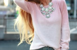 Casual Necklace With Sweater Styling In Winter Season