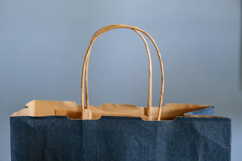 How to shop like a minimalist: being choosey, buying less, for a sustainable and happy closet.