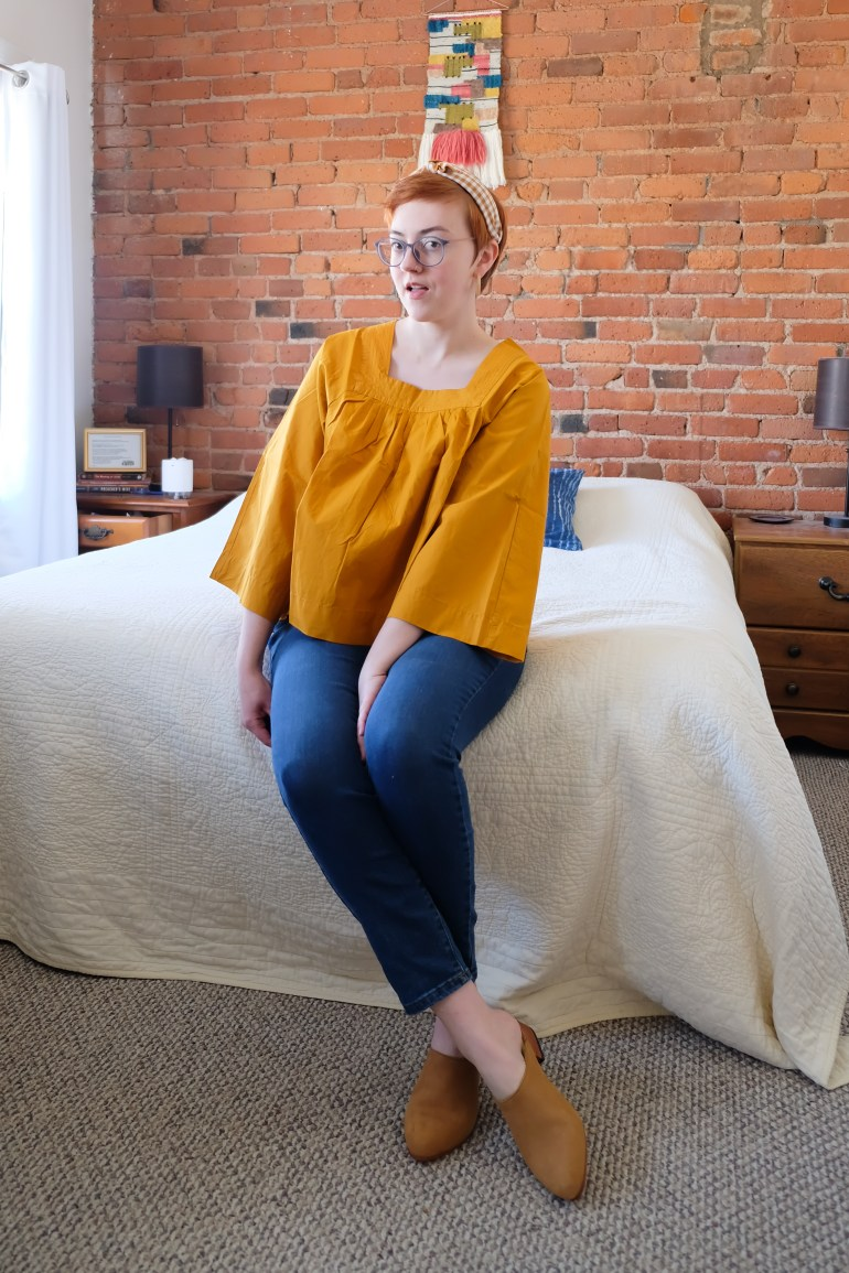 Madewell Top, Everlane Curvy Denim, Nisolo Mules