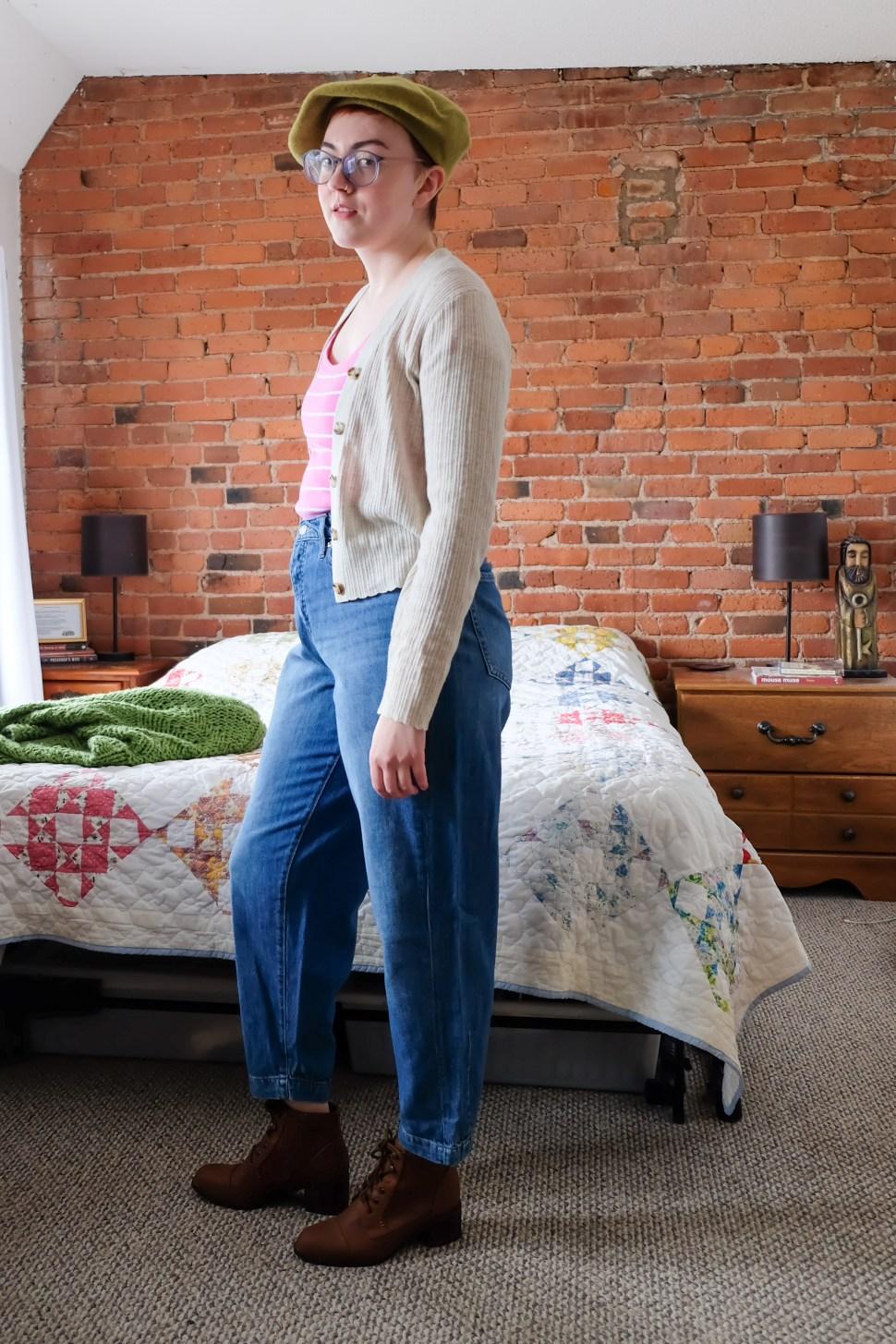 Barrel Jeans and Beret - curvy fit jeans