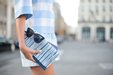 nothing-chicer-than-simple-dress-sleek-clutch