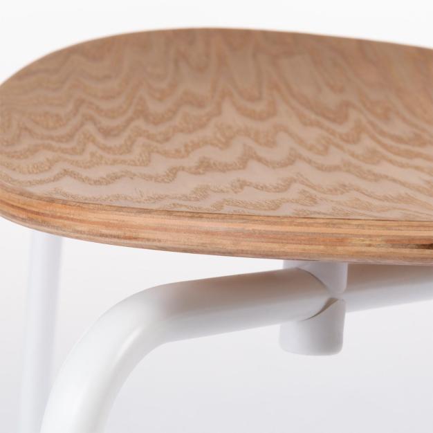 détail chaise blanche bull
