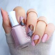 trendy spring nail design
