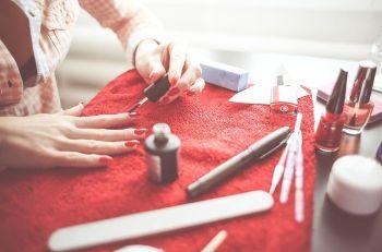 przewodnik po malowaniu paznokci