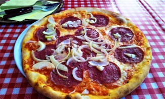 My delicious Pizza Milano with salami and onions
