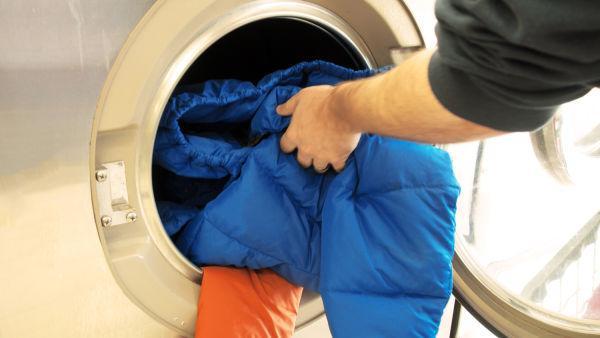 cách giặt quần áo lông vũ bằng máy giặt