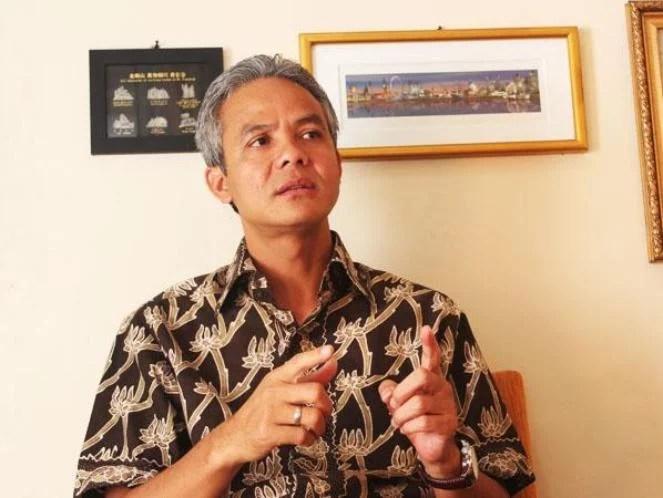 Ganjar Antar Izin Lingkungan Pabrik Semen di Rembang ke Presiden Jokowi