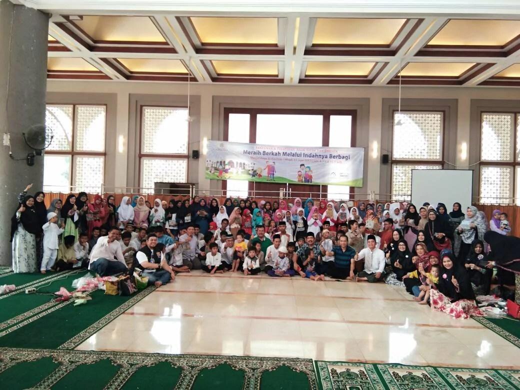 Yayasan Masjid Raya Al-Kautsar Berikan Santunan dan Pelatihan Kepada Anak Yatim Dhuafa