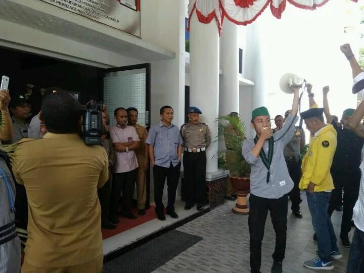 Desak Pansus Hak Angket Bekerja Profesional, HMI dan BEM UG Duduki DPRD Gorontalo