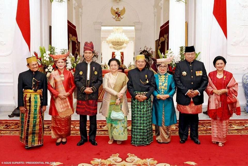 Usai Upacara HUT RI, Presiden Bagi-Bagi Sepeda