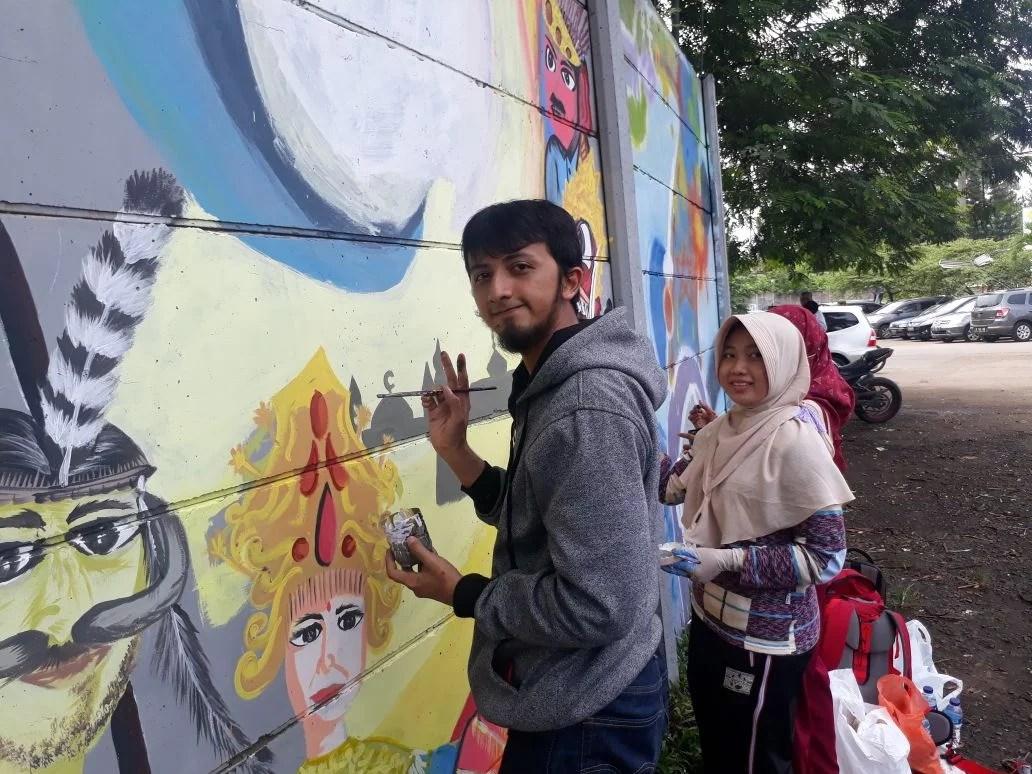 Tiga Sahabat Asal Purwakarta Ikut Lomba Mural Festival Nusa Loka di Tangsel