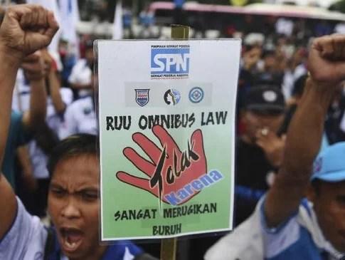 Catatan Omnibus Law: Kapitalistik, Terburu-buru, Hingga Menggerogoti Demokrasi