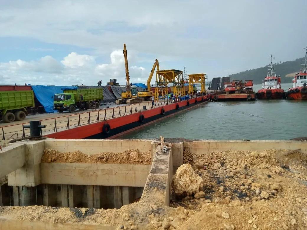 Pelabuhan Rakyat Paria Yang Roboh Tetap Dipaksakan Bongkar Muat Raw Sugar Milik PT Jhonlin