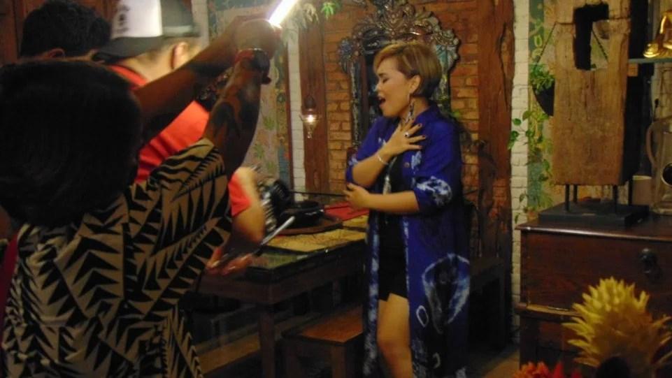 Erika Rasyid Usung Seni Tradisi Jawa di Videoklip Si Manis Jembatan Ancol