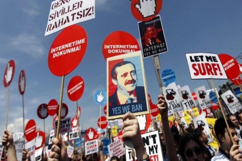 Parlemen Teken UU tentang Medsos, Warga Turki Tak Lagi Bebas Bermedsos