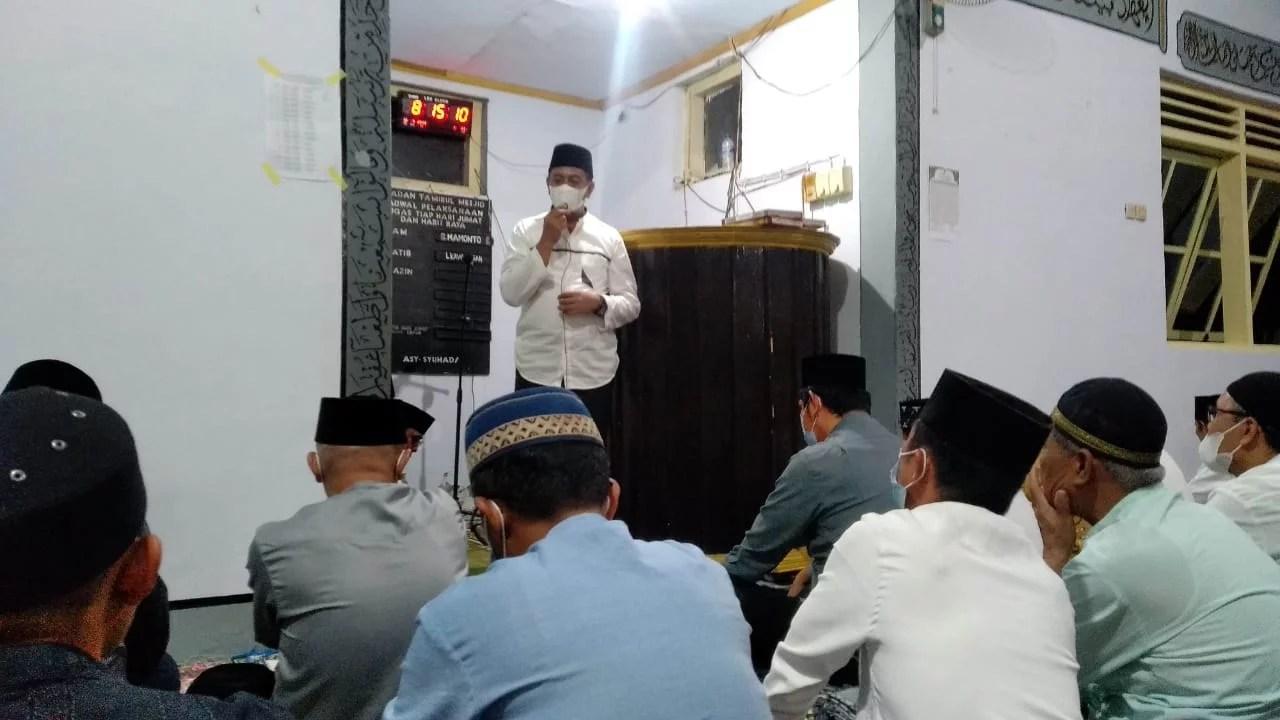 Pimpin Safari Ramadhan; Oskar Manoppo Gelar Tarawih Bersama di Desa Moyongkota Baru
