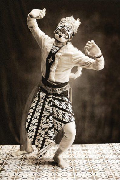 Photo by Diego Zapatero-Hanuman, the white monkey warrior copy