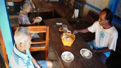 Photo of Beras Sulit Didapat, Warga Banyumas Makan Nasi Oyek dan Gaplek