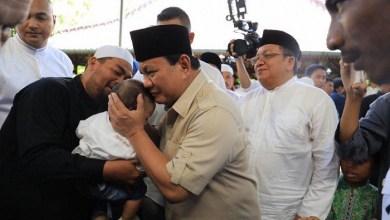 Photo of Hadiri Peringatan Maulid Nabi di Ponpes Walisongo Situbondo, Prabowo Minta Doa