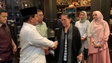 Photo of Beri Dukungan Moral, Prabowo Kunjungi Keluarga Ahmad Dhani