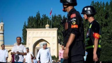 Photo of Polisi Perbatasan China Diduga Memasang Aplikasi Pengawasan untuk Pengunjung ke Xinjiang