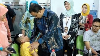 Photo of Haru, Gubernur Anies Temui Tiga Petugas Dinkes yang Difitnah Bawa Batu