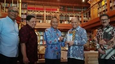 Photo of PWI Anugerahi Almarhum BJ Habibie sebagai Tokoh Kemerdekaan Pers