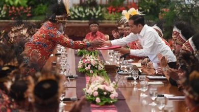 Photo of Misteri Orang-orang Papua di Istana Presiden