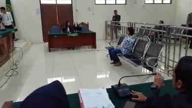 Photo of Sidang Perdana Kasus Wanita Bawa Anjing ke Masjid Berlangsung Singkat, Masyarakat Kecewa